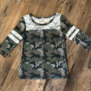 🎀 Camo and Lace shirt